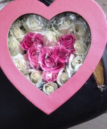 Hoa tặng bạn gái mới quen